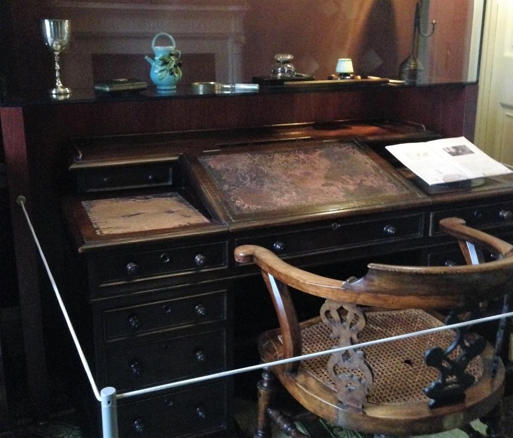 Charles Dickens desk in Dickens Museum